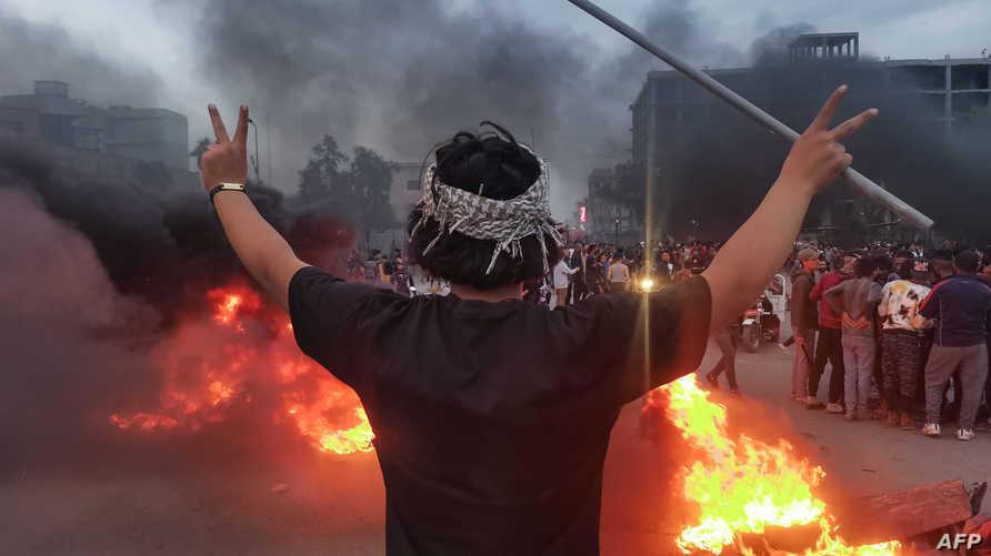 المتظاهرون المعارضون للحكومة استمروا بنصب خيامهم في ساحة الحبوبي، على الرغم من انسحاب معظم المحتجين في باقي المحافظات وبغداد منذ عدة أسابيع