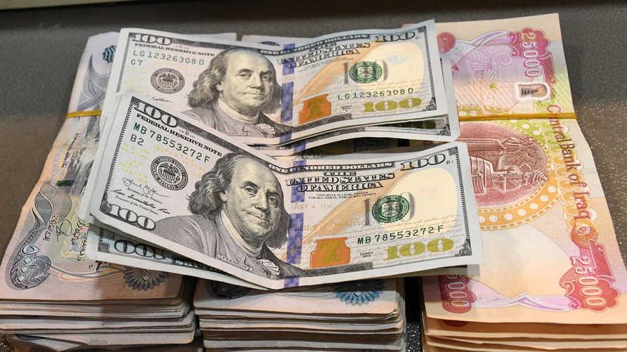 الحكومة العراقية خفضت سعر العملة المحلية أمام الدولار في مسعى للسيطرة على النفقات
