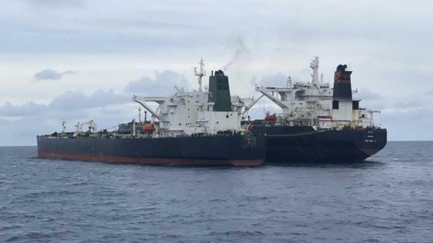 الناقلتان أخفتا هويتهما وأبحرتا بشكل غير قانوني في المياه الإندونيسية