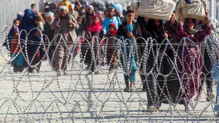 أفغان على الحدود مع باكستان