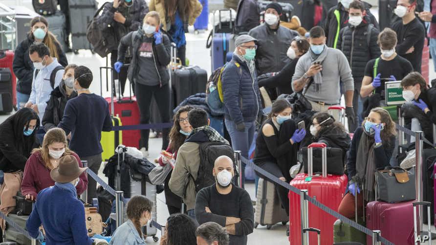 دخل مسافرون قادمون الصين عبر عدة مطارات أميركية خلال الفترة الماضية