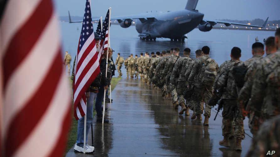 يقوم التحالف الدولي بسحب مئات من مدربيه مؤقتا، وأوقف كل التدريبات مع القوات العراقية منذ بداية مارس لتجنب مخاطر تفشي وباء كورونا المستجد