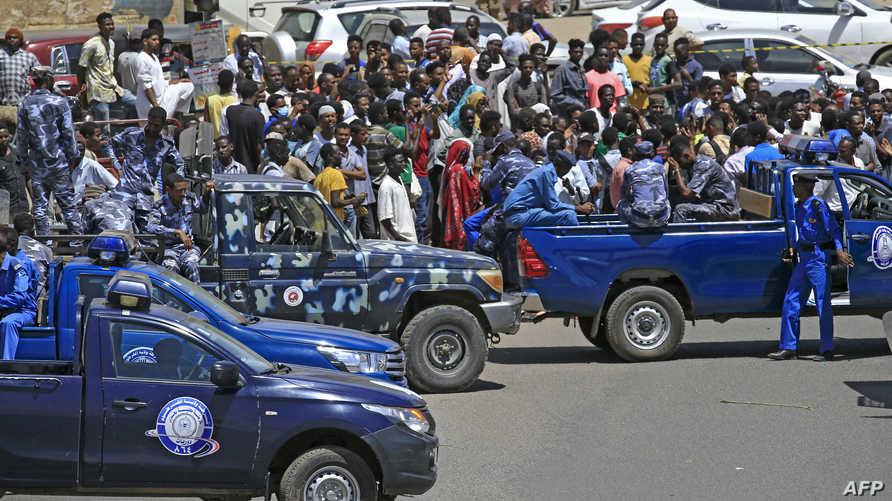 السودان يعزز الأمن ويراجع قوانين الإرهاب بعد محاولة اغتيال حمدوك