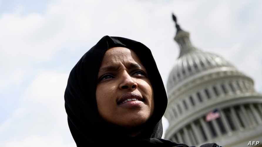 عرف عن النائبة الأميركية من أصل صومالي إلهان عمر انتقادها الدائم للرئيس الأميركي دونالد ترامب