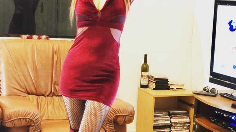 التزاما بوعدها، عادت نيرمين لنشر فيديوهات راقصة لها كل ليلة عبر حسابها على فيسبوك.