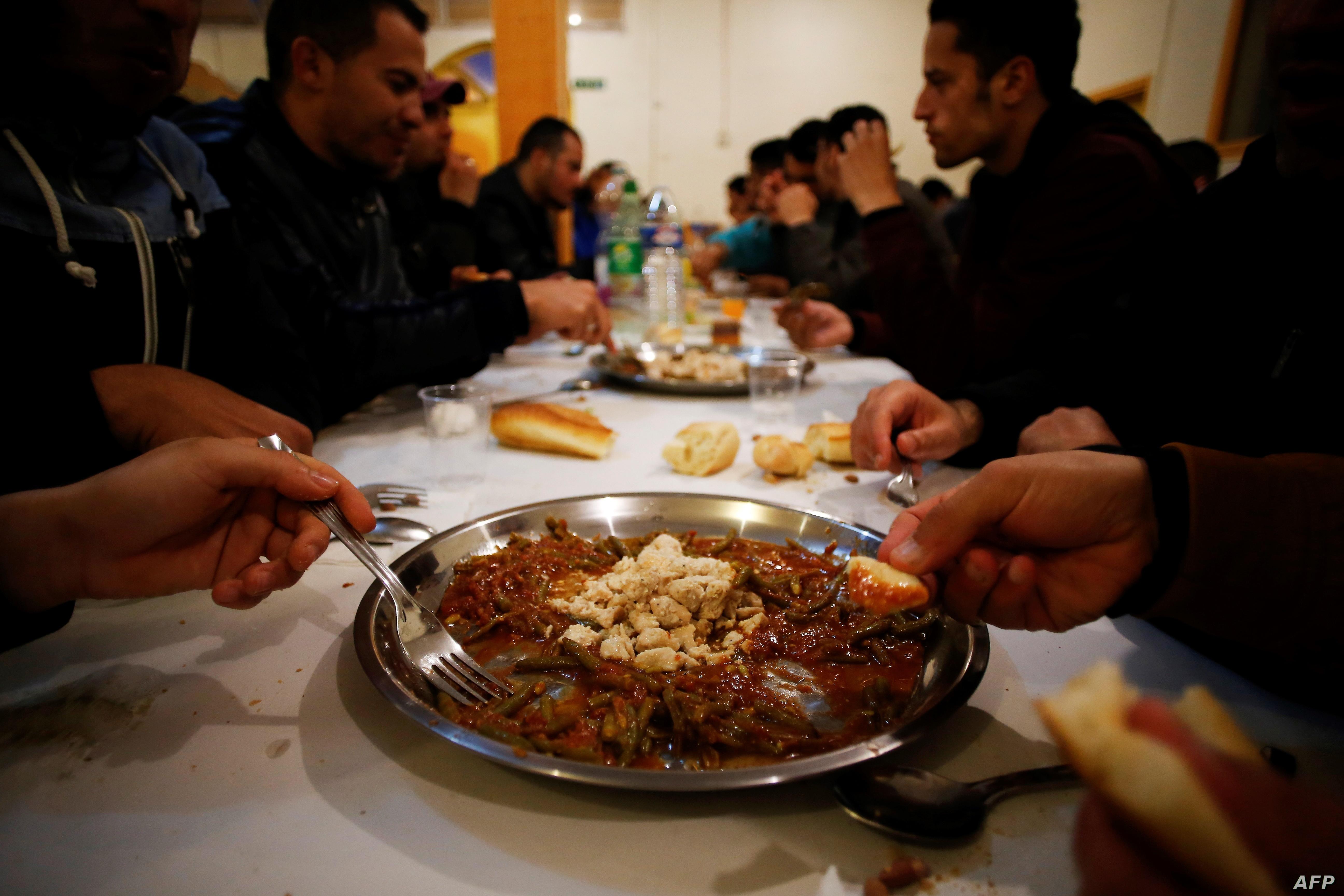 لهن المسيحيون يشاركون المسلمون فى الاحتفال برمضان
