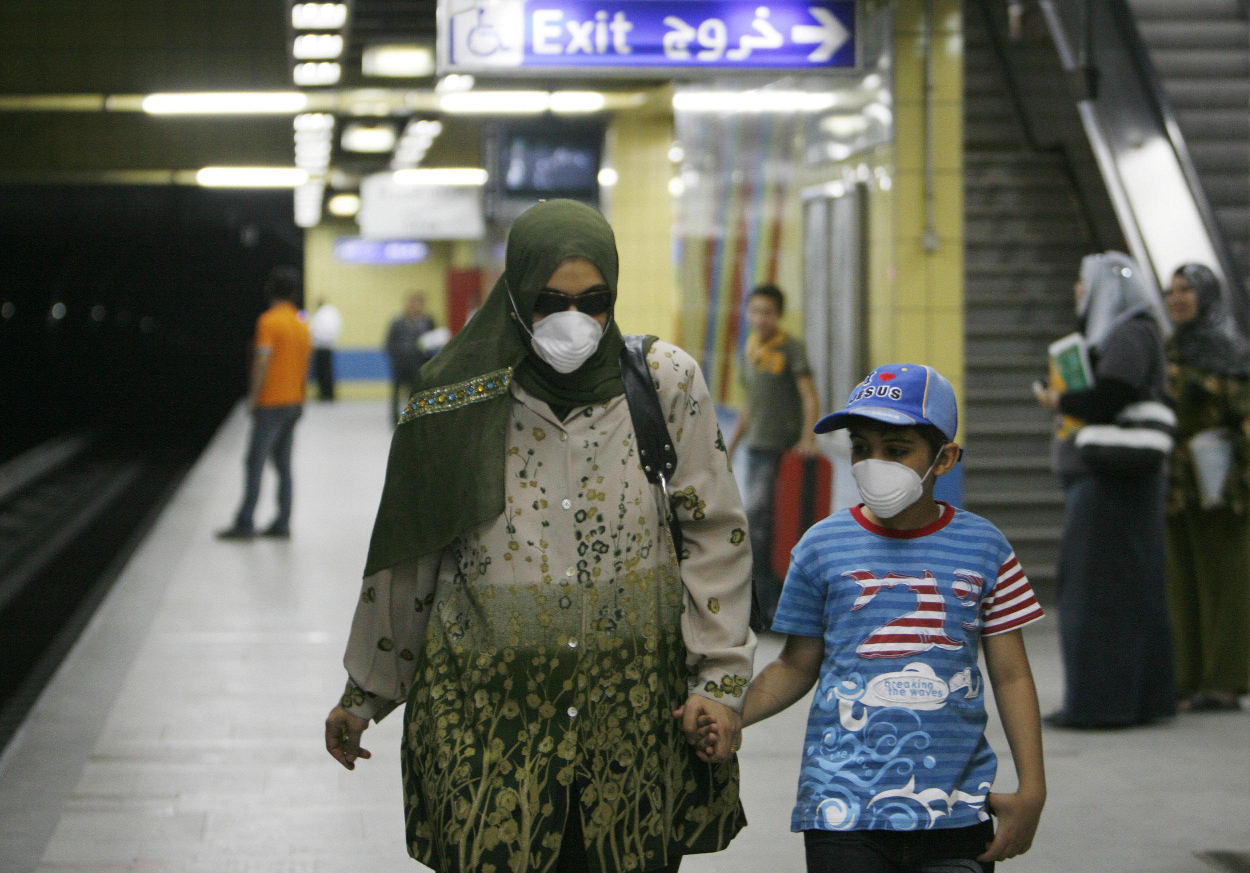 90 إصابة و5 وفيات.. كورونا يضرب القطاع الطبي في مصر | الحرة
