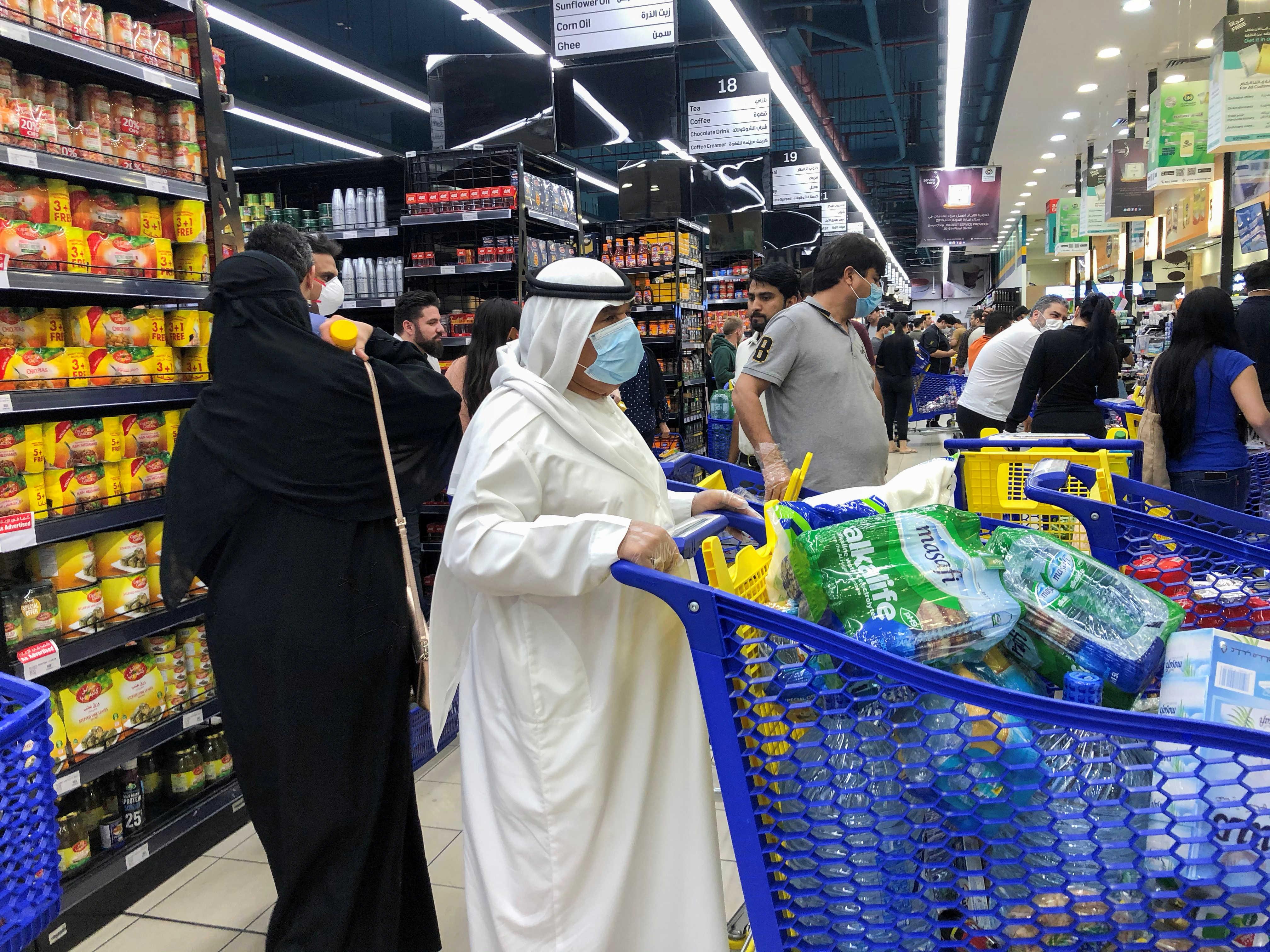 دبي تفرض قيودا جديدة للتصدي لفيروس كورونا   الحرة