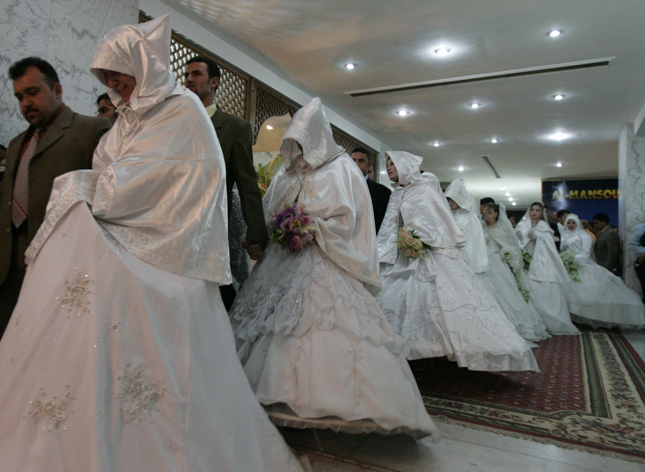 BYEFELECIA - For those who wish to combine two women .. An Iraqi bank gives a loan for the second marriage 2008-06-06T120000Z_66729365_GM1E4661DGW01_RTRMADP_3_IRAQ.JPG?itok=bQBUXDu7&_ga=2.60982188.1825819059.1603212282-2038761289