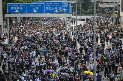 تجمع المحتجون للمطالبة بالديمقراطية الأحد في هونغ كونغ
