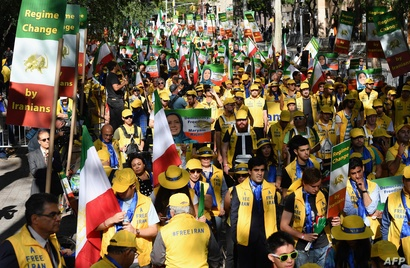 إيرانيون يطالبون برحيل النظام في طهران من أمام مبنى الأمم المتحدة في نيويورك