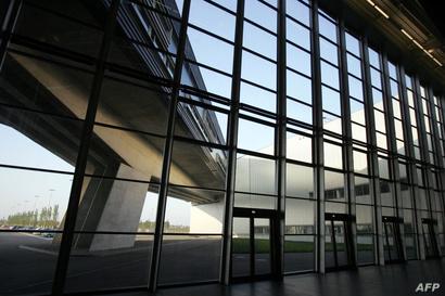 مبنى تابع لشركة السيارات الألمانية بي أم دبليو