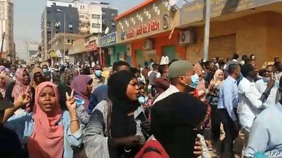 نساء في إحدى المظاهرات في السودان