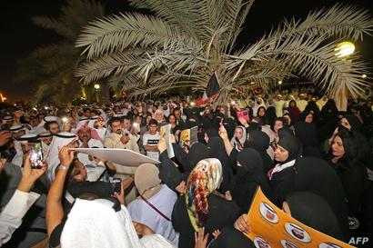 نساء كويتيات يتظاهرن ضد الفساد