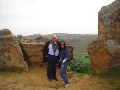 الفنان حسن كامي وزوجته نجوى