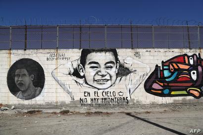 رسوم وأعمال فنية على السياج