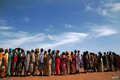 نازحون من قرى مجاورة يصلون إلى واو، جنوب السودان في 11 أيار/مايو إثر نزاعات مسلحة هناك