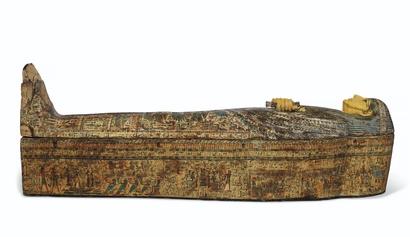 يعود التابوت المصري القديم إلى الحقبة الوسيطة الثالثة أي بين عامي 945 ق.م و889 ق.م.