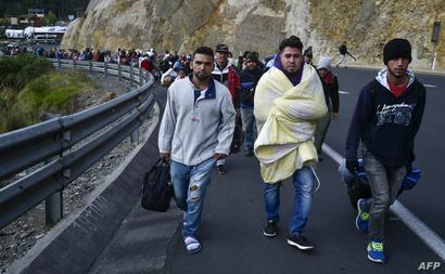 مهاجرون فنزويليون يحاولون العبور باتجاه بيرو