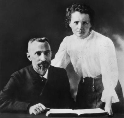 ماري كوري وزوجها بيير
