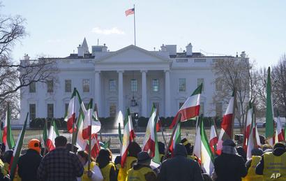 جانب من المظاهرة التي نظمت أمام البيت الأبيض