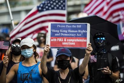 محتجون يطالبون بتدخل الولايات المتحدة لحماية هونغ كونغ