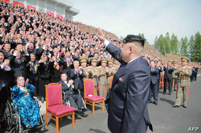 رئيس كوريا الشمالية كيم جونغ أون يحضر جلسة تصوير في 13 أيار/مايو