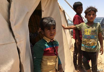 أطفال في مخيم للنازحين في عامرية الفلوجة للعراقيين الذين فروا من مدينة الفلوجة