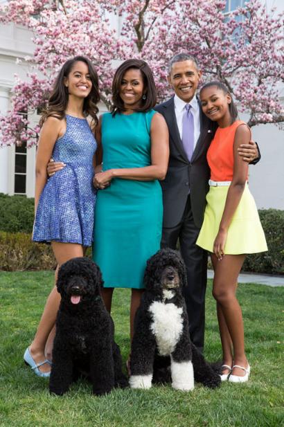 عائلة الرئيس باراك أوباما في صورة مأخوذة من موقع البيت الأبيض