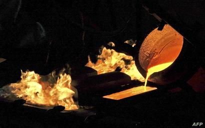 عملية لتأسيس الذهب في مصنع للمعادن في روسيا