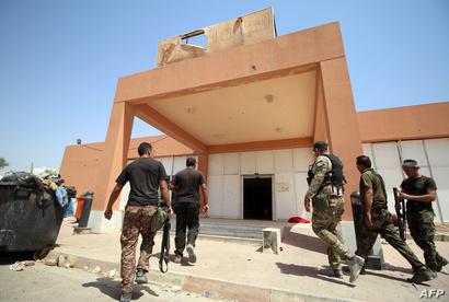 قوات عراقية أمام مستشفى الفلوجة