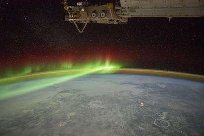 الشفق القطبي الممتد لآلاف الكيلومترات فوق كندا