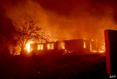 منازل تحترق في سان برناردينو