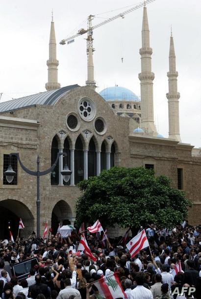 كنيسة سانت جورج وفي الخلفية مسجد محمد الأمين