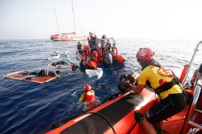 منظمة إسبانية تقوم بمساعدة المهاجرين