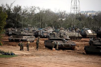 دبابات إسرائيلية على حدود قطاع غزة