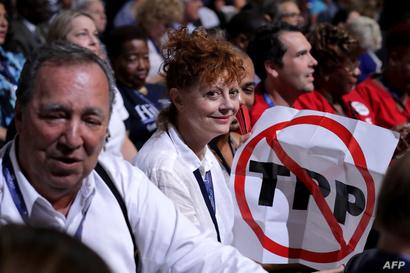 الممثلة الاميركية سوزان سارندون داخل المؤتمر العام للحزب الديموقراطي