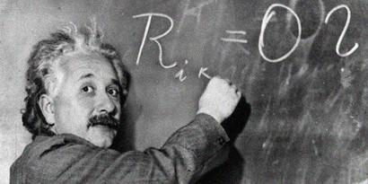 حصل آينشتاين على جائزة نوبل في الفيزياء، وتوفي عام 1955