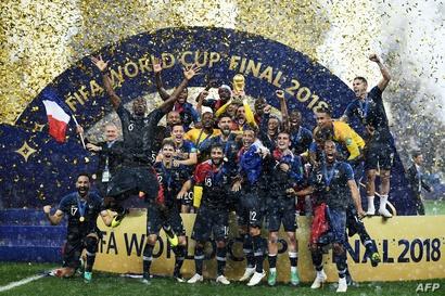المنتخب الفرنسي يحتفل بالفوز بكأس العالم 2018