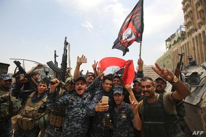عناصر الشرطة العراقية مبتهجون بدحر داعش في الموصل