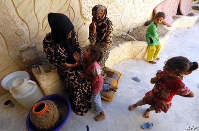 مدنيون فروا من الرقة واحتموا في حي السباهية القريب غرب الرقة