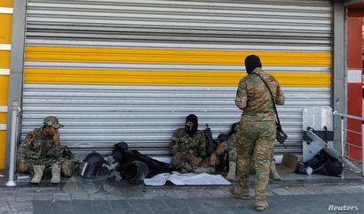 ضربت قوات الأمن طوقا أمنيا حول ساحة التحرير لمنع المتظاهرين من الوصول إليها في الخامس من أكتوبر