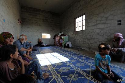 عائلة أبو غانم داخل منزل مهجور بحي السباهية غرب الرقة
