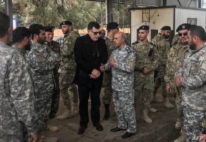 فائز السراج يتفقد قوات تابعة لحكومته