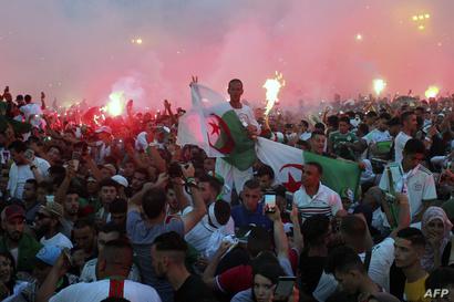 احتفالات الجزائريين بفوز منتخب بلادهم ببطولة أمم أفريقيا