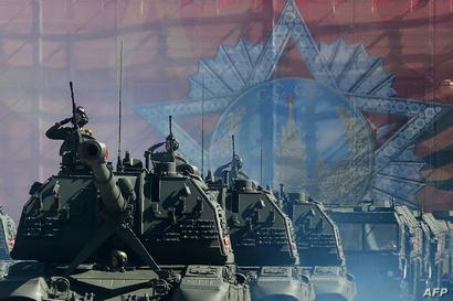 عرض عسكري لدبابات روسية