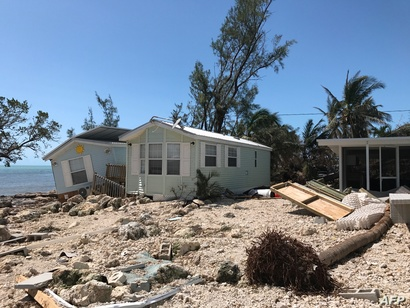 منازل متحركة تضررت بفعل إرما في قرية إسلامورادا في جزر كيز