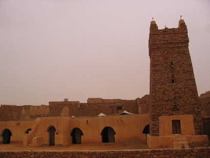 مسجد مدينة شنقيط (بني في القرن الخامس الهجري) التي كان اسمها يطلق على البلاد