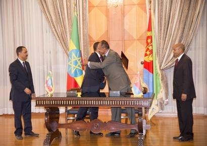 رئيس حكومة إثيوبيا ورئيس إريتريا.. نقلا عن وزير الاعلام الإريتري يماني ميسكيل