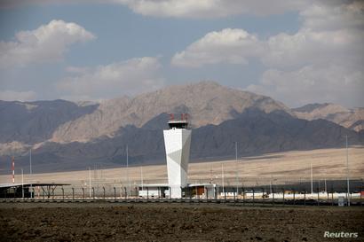 محيط مطار رامون القريب من البحر الأحمر